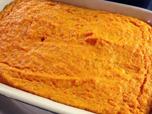 Викладаємо морквяне суфле на форму для випікання