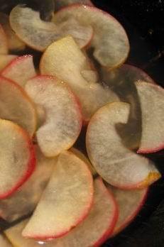 проварені в сиропі яблука