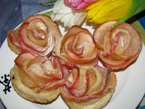 готові яблучні троянди
