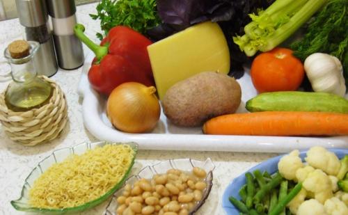 Беремо овочі.