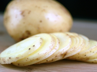 нарізаємо картоплю кружечками