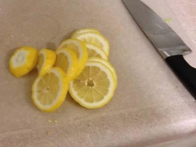 нарізаємо лимон кружальцями