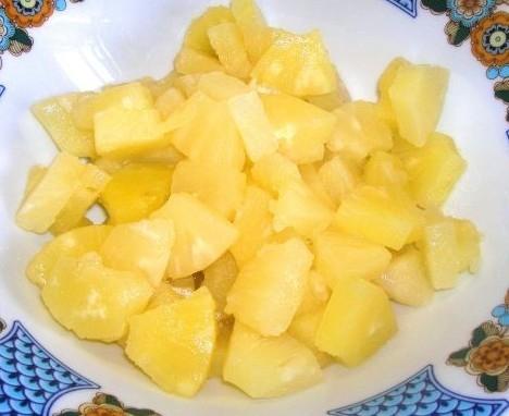 шматочки ананаса