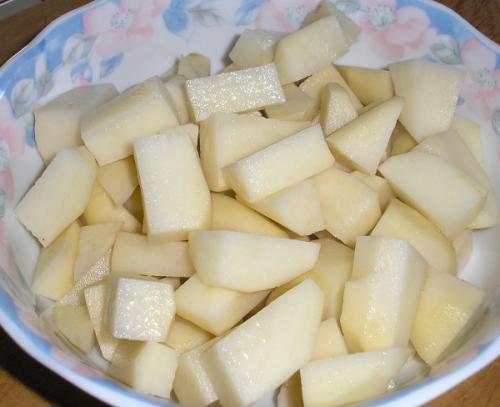 нарізаємо картоплю