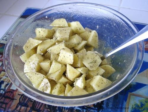 змішуємо картопля з розмарином