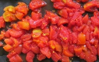 подрібнюємо томати