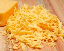 натираємо сир на тертці