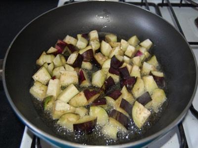 баклажани на сковороді
