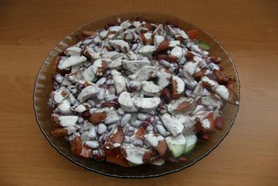 Квасолевий салат з сосисками
